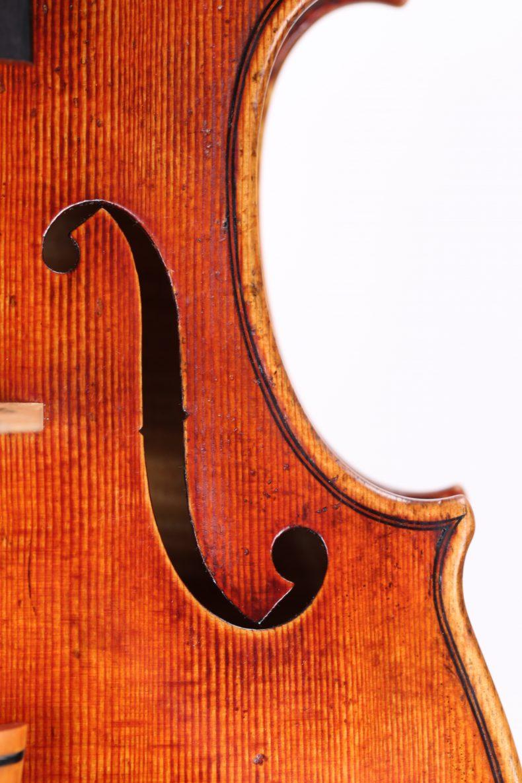 sq-violin-f-hole